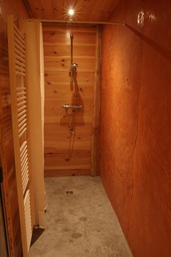 Hammam tadelakt meuble bois tadelakt vasques en tadelakt baignoire en tadela - Sortie de douche bois ...